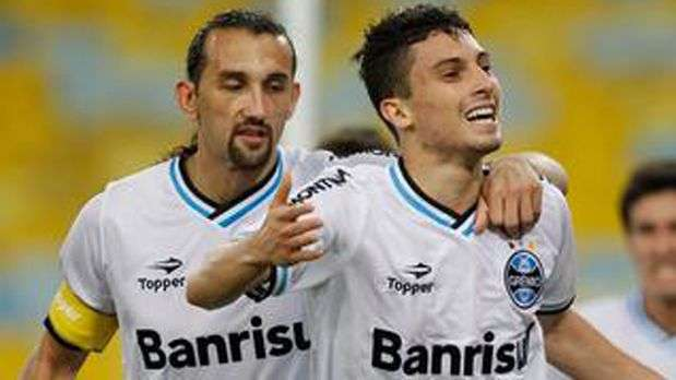 Grêmio se mantém vice-líder com golaço e Kleber expulso
