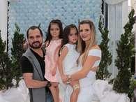 Famosos vão a festa de aniversário das gêmeas de Luciano