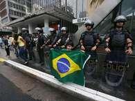 Protestos tomam ruas do país em oposição ao governo; veja