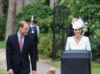 Príncipe George rouba a cena no batizado da irmã Charlotte