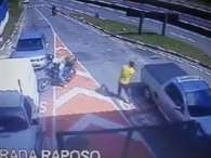 Bandido é morto por segurança em frente a condomínio em SP