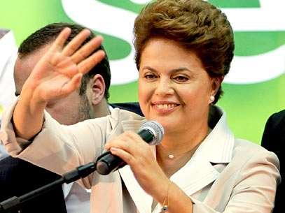 Dilma se emociona ao agradecer apoio do presidente Lula. Foto: AP