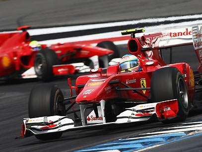 Equipe dá indícios para Massa abrir e deixar Alonso passar. Foto: Getty Images