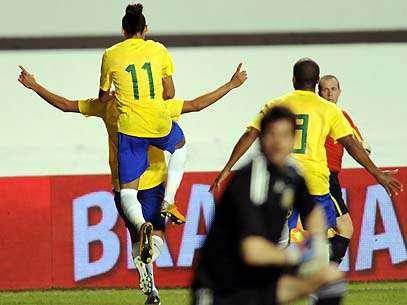 Neymar e companhia fazem festa após segundo gol contra a Argentina. Foto: AFP