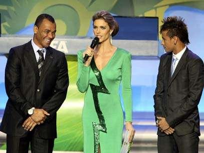 Cafu e Neymar sortearam as eliminatórias da África: Foto: Reuters