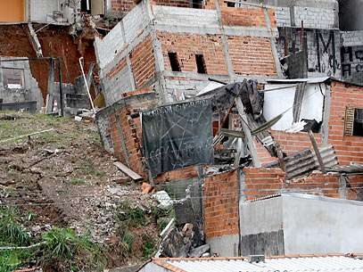 Imóveis de uma área já interditada cederam na tarde desta quarta-feira na zona Leste da capital paulista. Foto: Futura Press