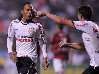 Corinthians vence Flamengo de virada e retoma liderança isolada. Foto: Léo Pinheiro / Terra