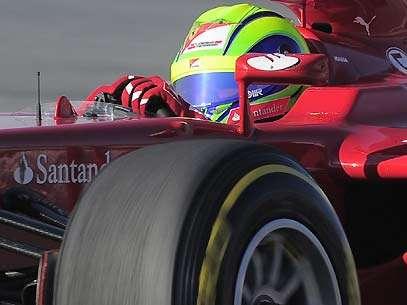 Com falha mecânica na Ferrari, Massa perdeu cerca de uma hora de trabalho na Espanha. Foto: AFP