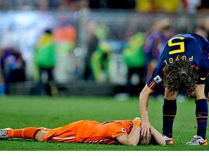 http://p1.trrsf.com.br/image/get?src=http://s1.trrsf.com.br/portal/imagens/puyol_sneijder_rmarques_nov.jpg