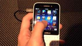 BlackBerry Q10 tem QWERTY e touch