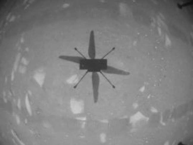 Nasa pilota helicóptero em Marte pela 1ª vez; veja