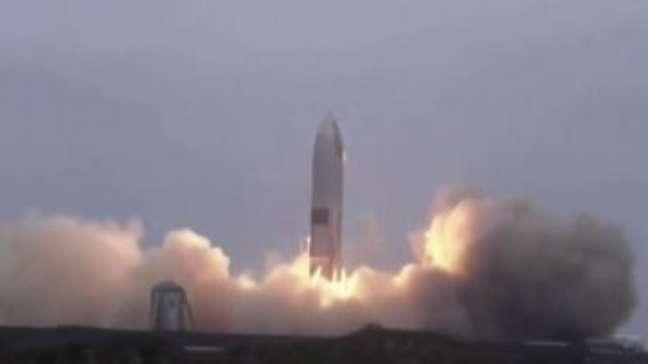 SpaceX Starship: foguete escolhido para levar homem à Lua pousa com sucesso pela 1ª vez