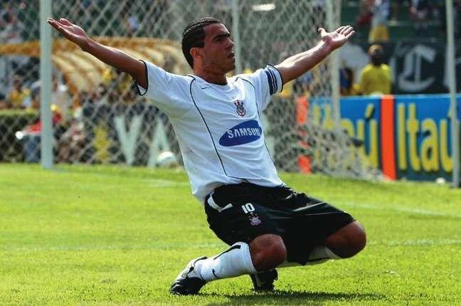 Tévez perto da aposentadoria! Saiba por onde anda o elenco do Corinthians campeão brasileiro em 2005