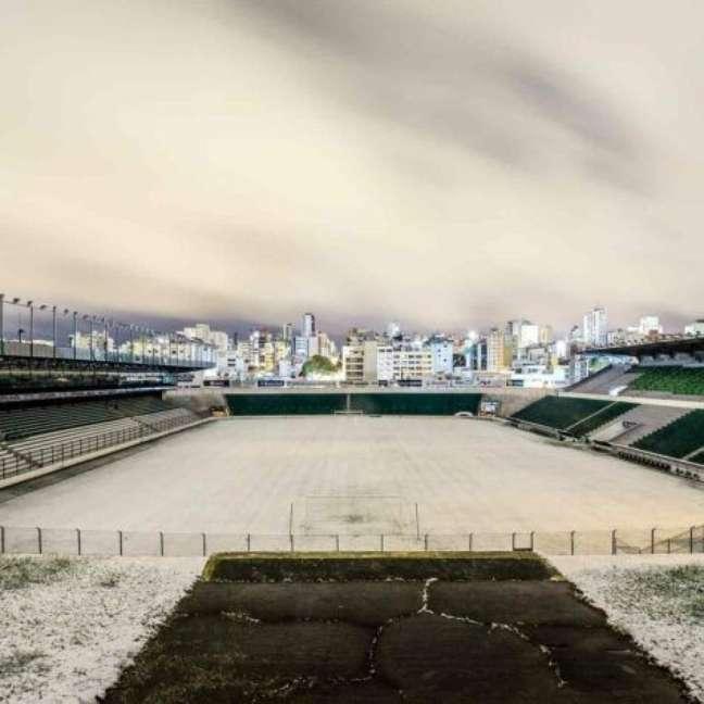 Estádios da Região Sul ficam tomados por neve