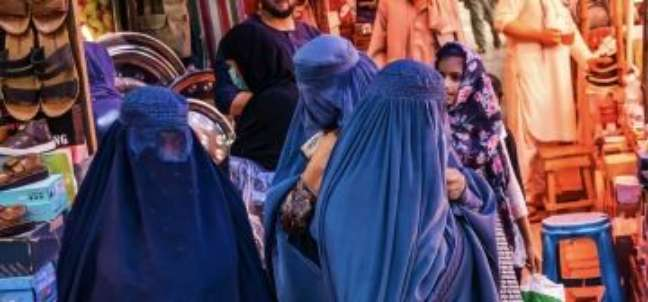 Como as mulheres afegãs estão se adaptando à vida sob o Talebã
