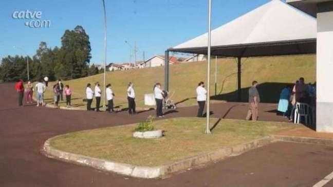 Exército e agentes de endemias orientam moradores do Conjunto Riviera