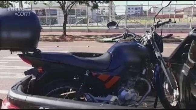 Acidente entre carro e moto é registrado na Avenida Tancredo Neves