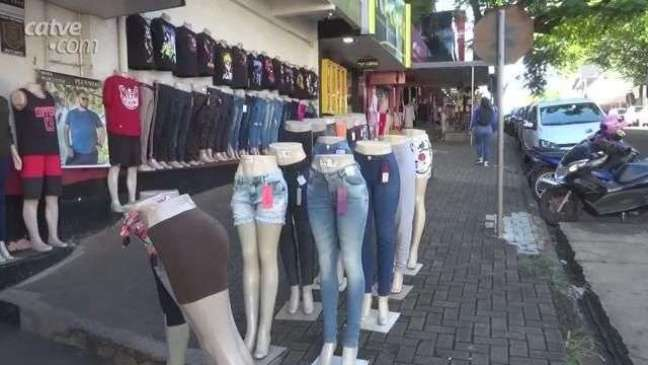Paraguaios aproveitam feriado para fazer compras em Foz do Iguaçu
