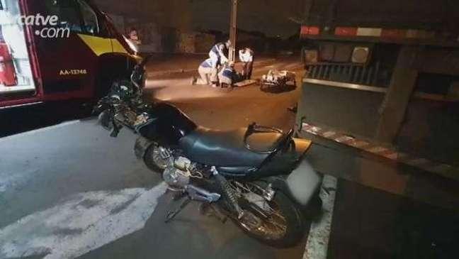 Motociclista fica ferido ao bater em carreta estacionada, no Parque Verde