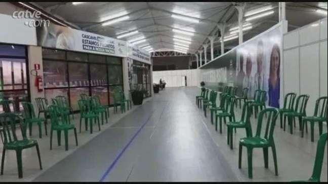 Centro de Vacinação amanheceu vazio em Cascavel
