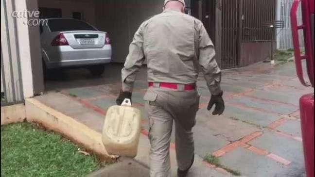 Gambá é resgatado em casa no Centro de Cascavel