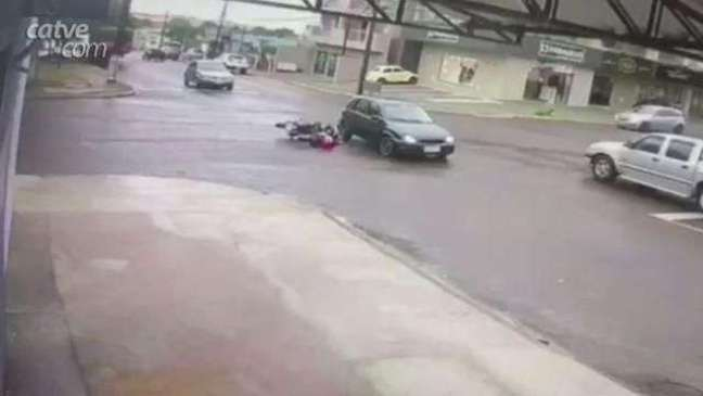 Câmera de segurança registra acidente ocorrido no Bairro São Cristóvão