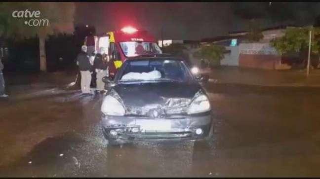 Batida entre carros deixa duas vítimas feridas no Bairro Santa Cruz