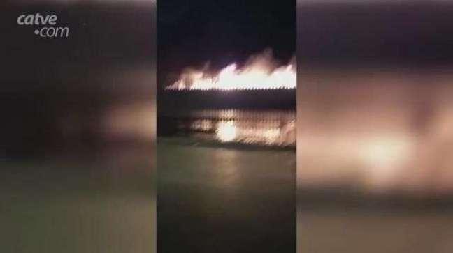 Internautas registram incêndio no Núcleo Industrial do Bairro Morumbi