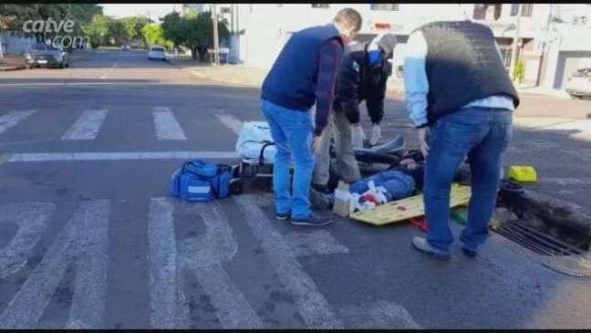 Motociclista tem fratura exposta em perna após acidente em Cascavel