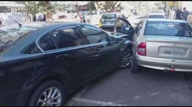 Acidente entre três carros é registrado no Centro de Toledo