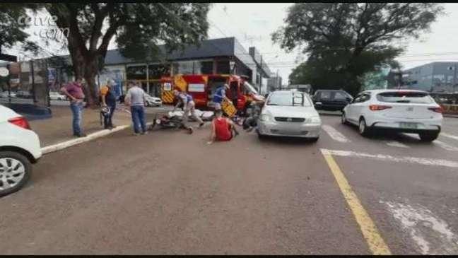 Passageira de moto sofre fratura no pé em acidente na região central de Cascavel