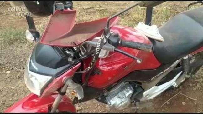 Mulher fica ferida em acidente entre carro e moto em Toledo