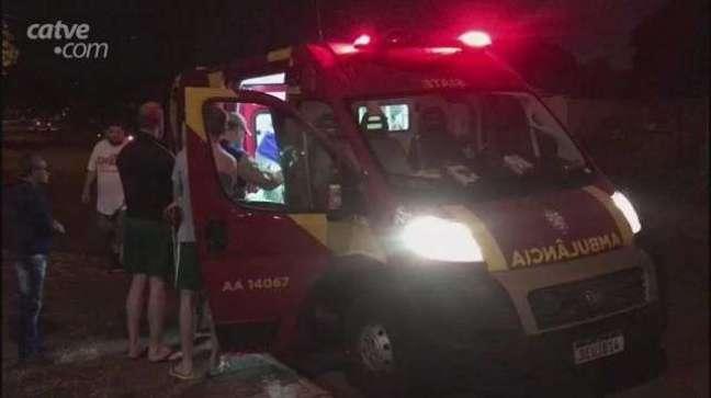 Jovens ficam feridos em acidente de trânsito no Bairro Cataratas