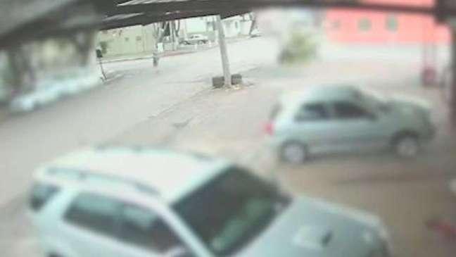 Câmera registra forte batida que deixou motociclista ferido no Maria Luíza
