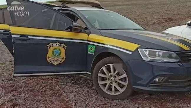 PRF apreende 584 kg de maconha transportados em veículo roubado