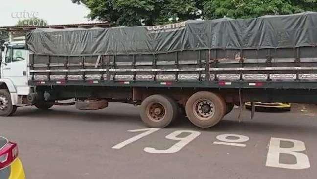 Caminhão usado para transporte de drogas é apreendido pela PM em Toledo