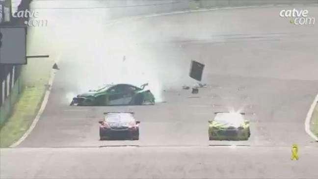 Stock Car tem acidente espetacular em Interlagos