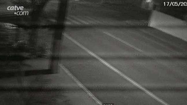 Câmera de segurança registra acidente que deixou mulher ferida no Centro