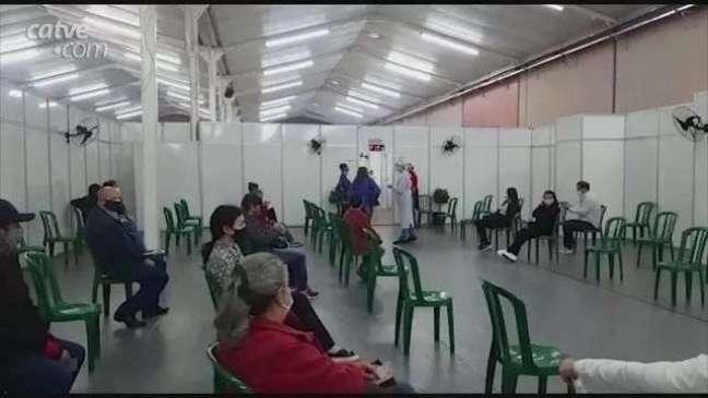 Covid-19: Professores também são imunizados no Centro de Eventos