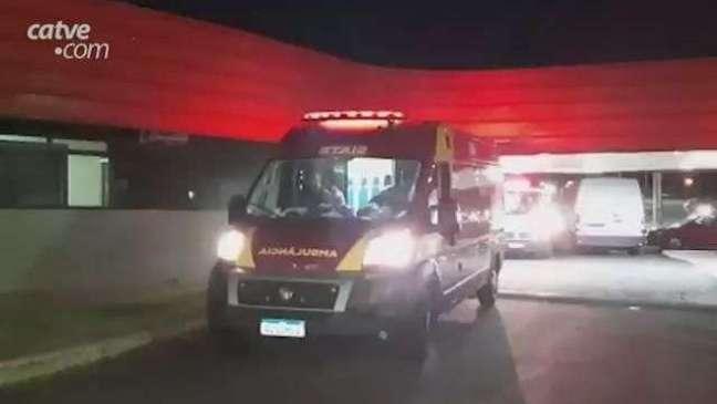 Homem fica ferido em acidente entre carro e motocicleta no Bairro Santo Onofre