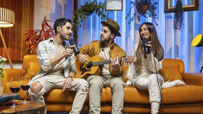 Melim canta Djavan em novo álbum Deixa Vir do Coração