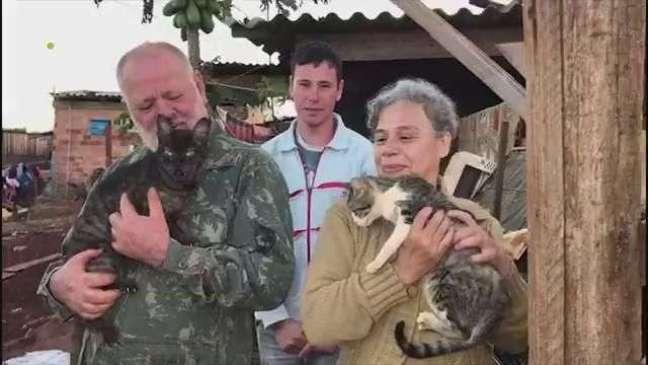 Família que abriga animais de rua recebe ajuda da ONG Latidos do Bem