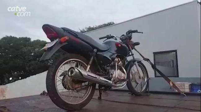 Adolescente é detido após transitar com moto com alerta de furto