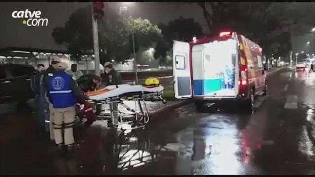 Entregador de lanches se envolve em batida na Avenida Assunção