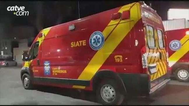 Motociclista fica ferido em batida envolvendo ambulância no Centro de Cascavel