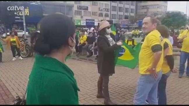 Em Cascavel, manifestantes se reúnem em ato pelo voto impresso e auditável