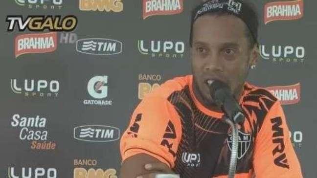 """Ronaldinho Gaúcho explica """"novela"""" em renovação com Atlético-MG"""