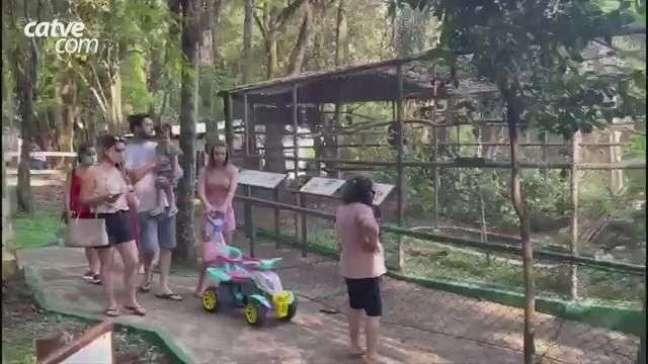 Cascavelenses aproveitam sábado ensolarado para visitar zoo de Cascavel