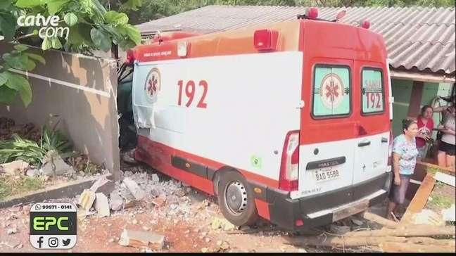 Motorista de ambulância fica ferido ao perseguir assaltante