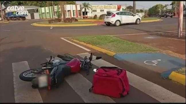 Motociclista de 21 anos sofre ferimentos leves em acidente em Toledo